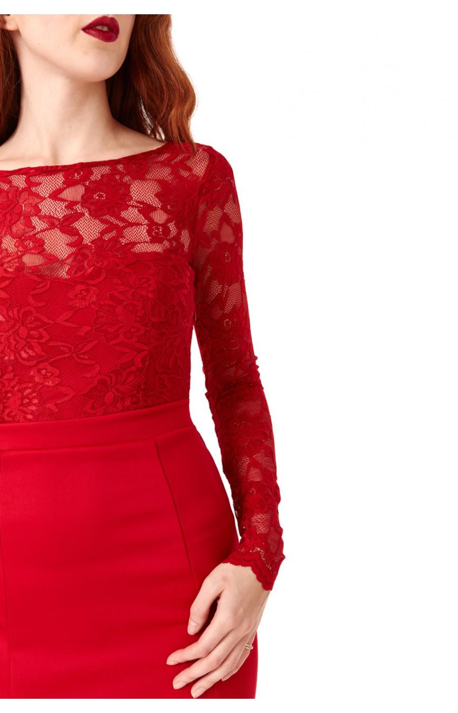 Μακρύ κόκκινο φόρεμα με ανοικτή πλάτη
