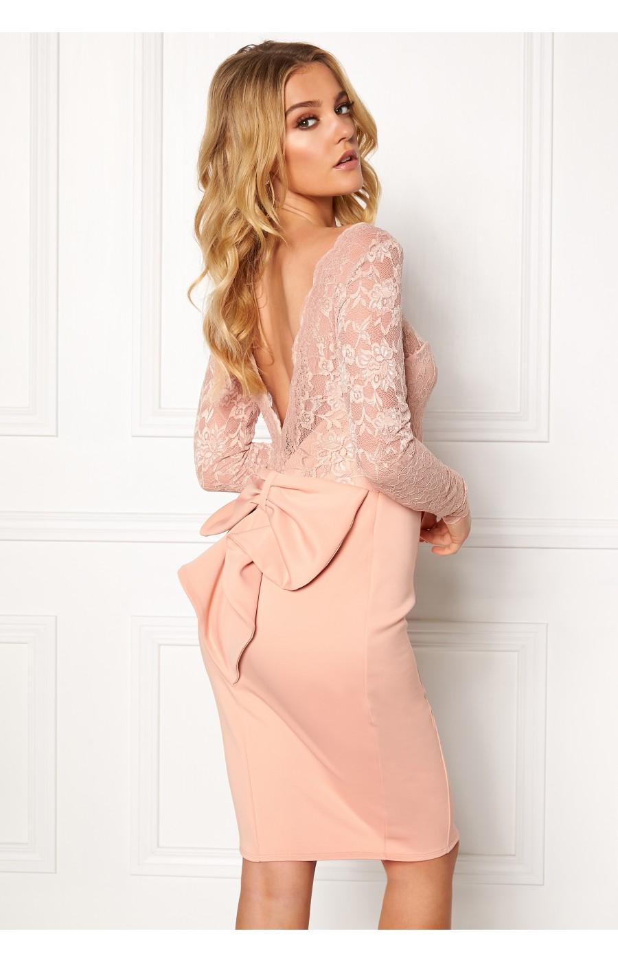 Εφαρμοστό μίντι μπεζ φόρεμα με ανοικτή πλάτη