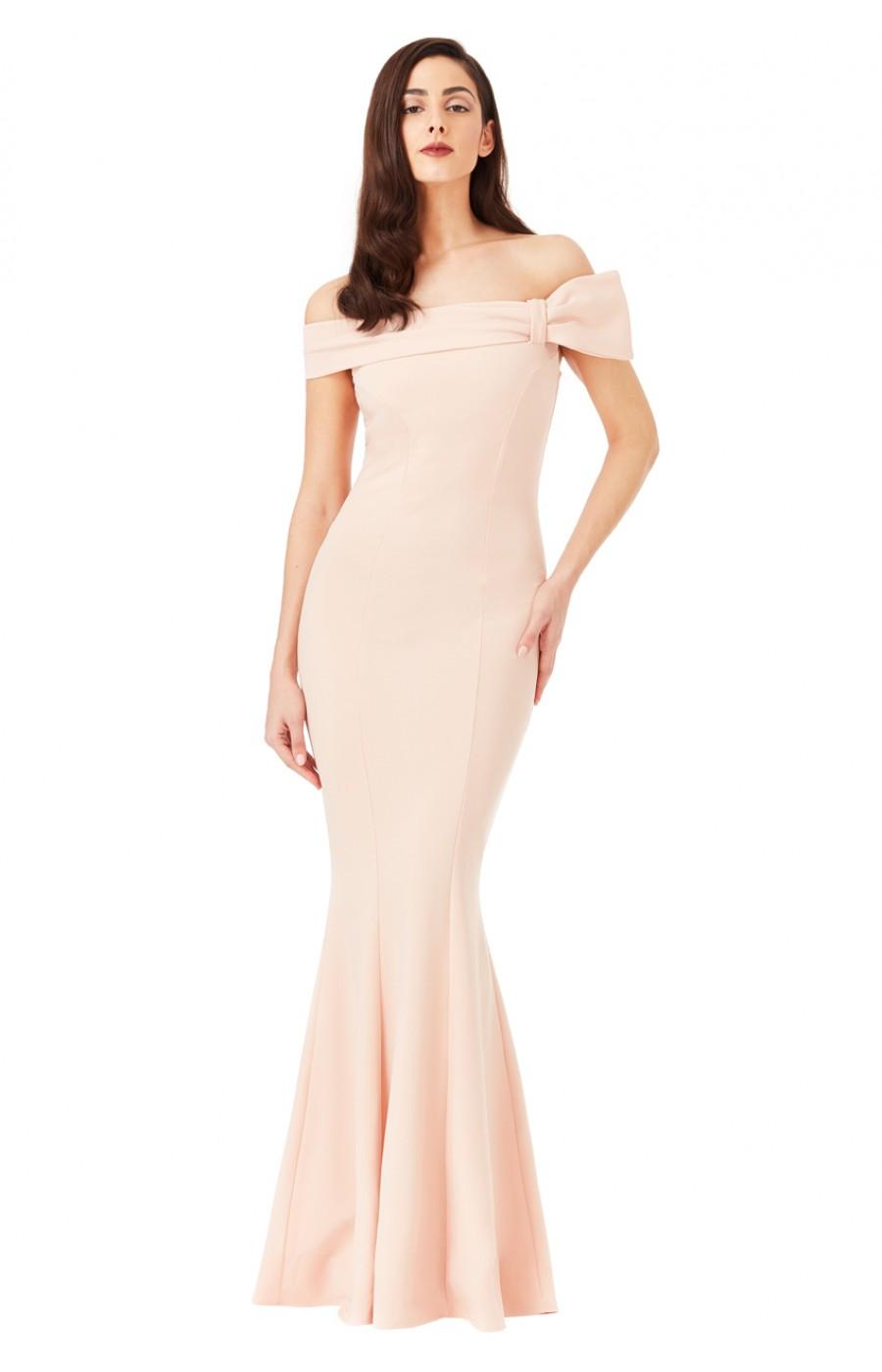 Μπεζ εφαρμοστό κρεπ φόρεμα με ανοικτούς ώμους