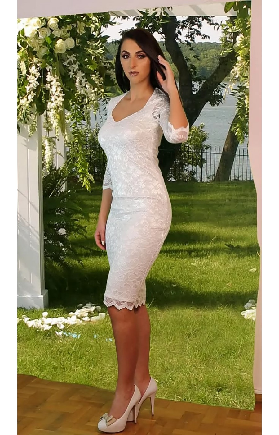 Λευκό δαντελένιο μίντι φόρεμα