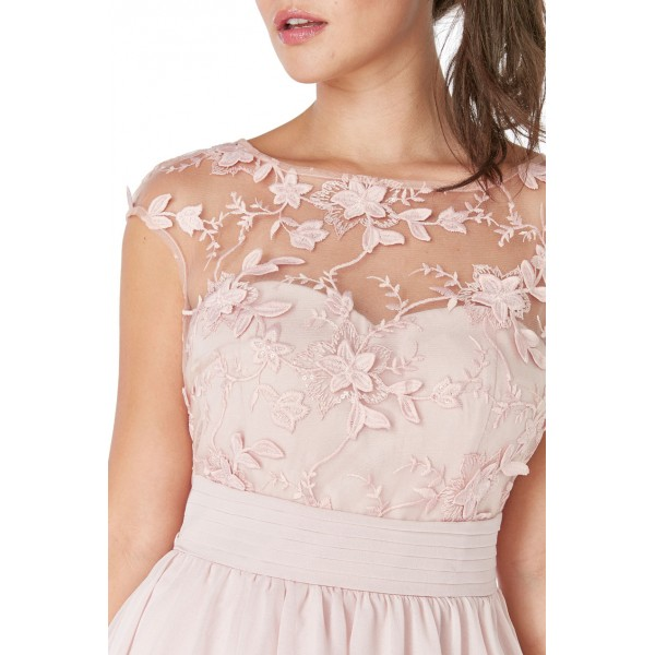 Μπεζ-ροζ σιφον, ασύμετρο φόρεμα με διαφάνεια και απλικέ λουλούδια