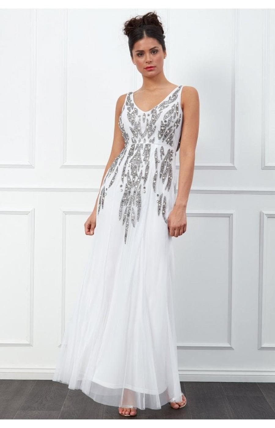 Νυφικο φορεμα με περλες και ιδιαιτερο κεντημα