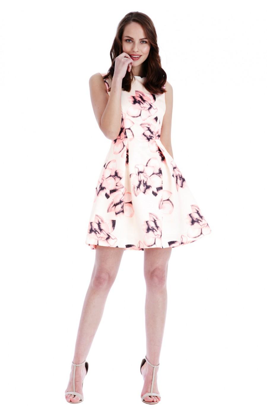 Κοντο μπεζ φόρεμα με ροζ λουλουδια