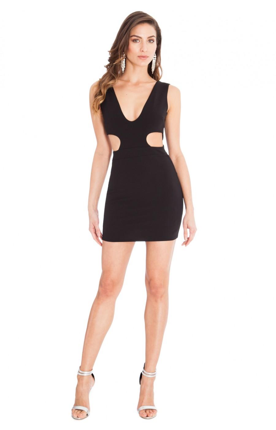 Μαυρο κοντο φορεμα με ανοικτα πλαινα